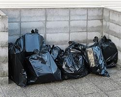 遺骨をゴミ捨て場に捨ててしまう行為は厳禁