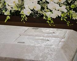 棺に納められた遺体